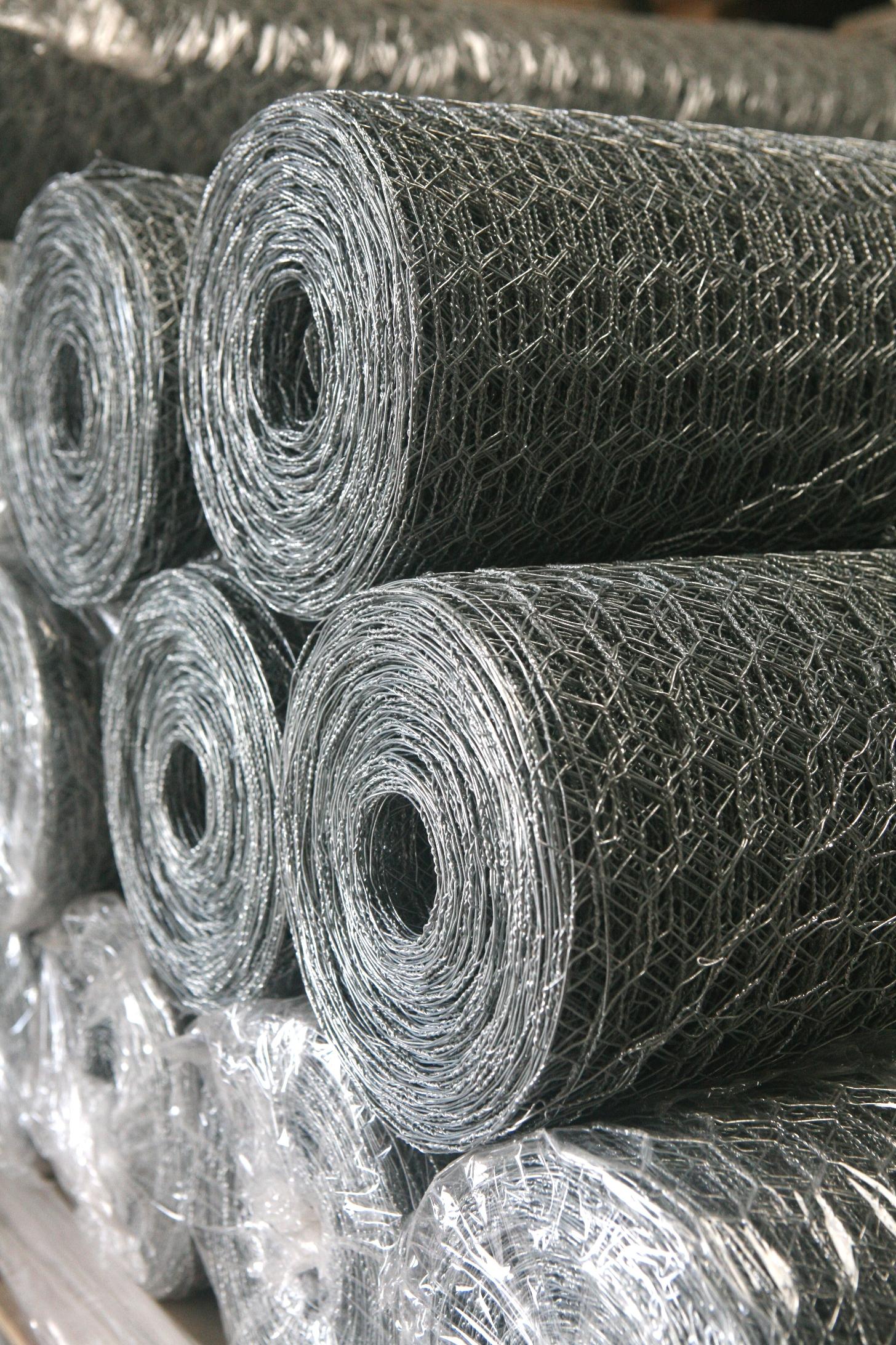 Galvanised wire netting rolls
